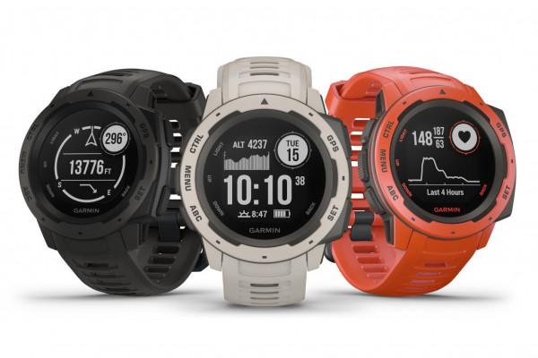 Nové hodinky Instinct patří do zcela nové kategorie - jde o černobílý model  s celkem hrubým displejem 70b5cf90f16